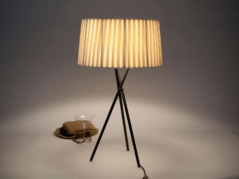 Lámpara de sobremesa Trípode M3 de Santa & Cole