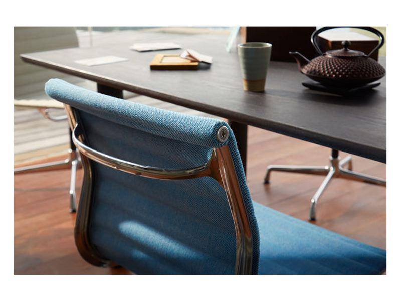 Aluminium group oficina de charles ray eames mobiliario for Sillas oficina valladolid